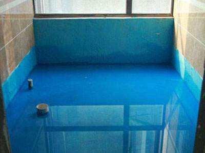 防水涂料在涂刷时,一般顺墙涂层上翻 30cm 高度,淋浴房、浴缸区域的涂刷高度不低于 1.8m,台盆柜区域的涂刷高度不低于1.2m,防水完成需做蓄水试验(不低于24小时)